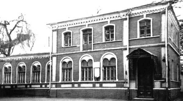 Таким этот дом был до революции.