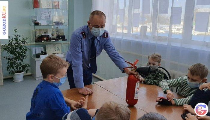 12 марта 2021 в библиотеке №12 ребятишкам рассказали о первичных средствах пожаротушения