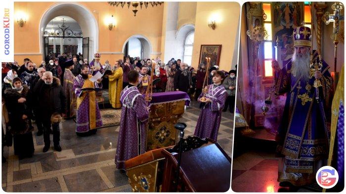 В 1-ю неделюВеликого поста Владыка Мефодий совершил Литургию в Свято-Троицком кафедральном соборе