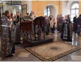 Утреня с чтением 12 Страстных Евангелий в Свято-Троицком соборе Каменска-Уральского