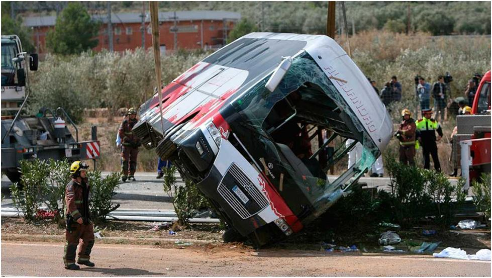 Why did 13 students perish in this bus rollover when there is little evidence of any damage to its structure?