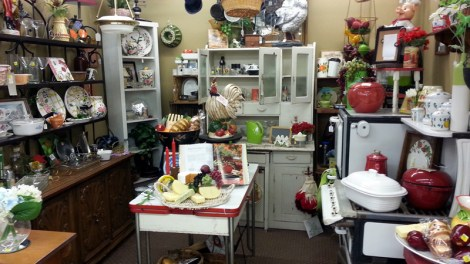 Housewares-at-Backyard-Antiques-in-Clinton-AR