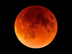 Blood Moon courtesy of Wallup.net