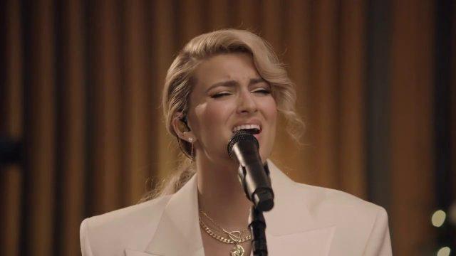 [Video] O Holy Night - Tori Kelly