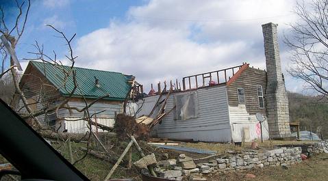 Mtn View tornado hits homes