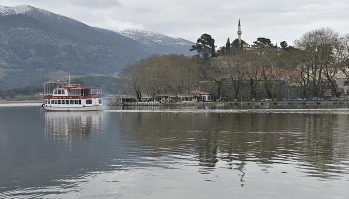 Ιωάννινα: Νεκρή ανασύρθηκε μία ηλικιωμένη γυναίκα λίγο μετά τις οκτώ το πρωί από τα νερά της λίμνης