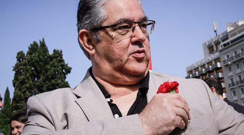 Με κόκκινο γαρίφαλο στην απεργιακή συγκέντρωση του ΠΑΜΕ ο Κουτσούμπας