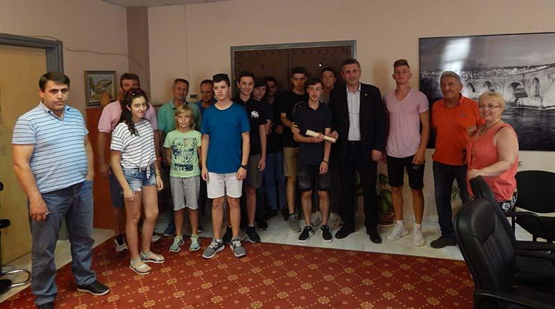 Τους πρωταθλητές βόλει παμπαίδων του συλλόγου ΓΣ Άρτα υποδέχθηκε ο Δήμαρχος Αρταίων