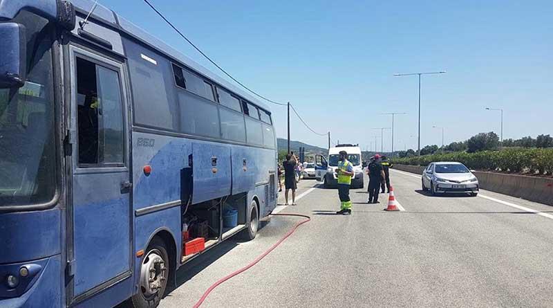 Παραλίγο να πάρει φωτιά λεωφορείο της ΕΛ.ΑΣ. που μετέφερε αστυνομικούς προς Ιωάννινα.