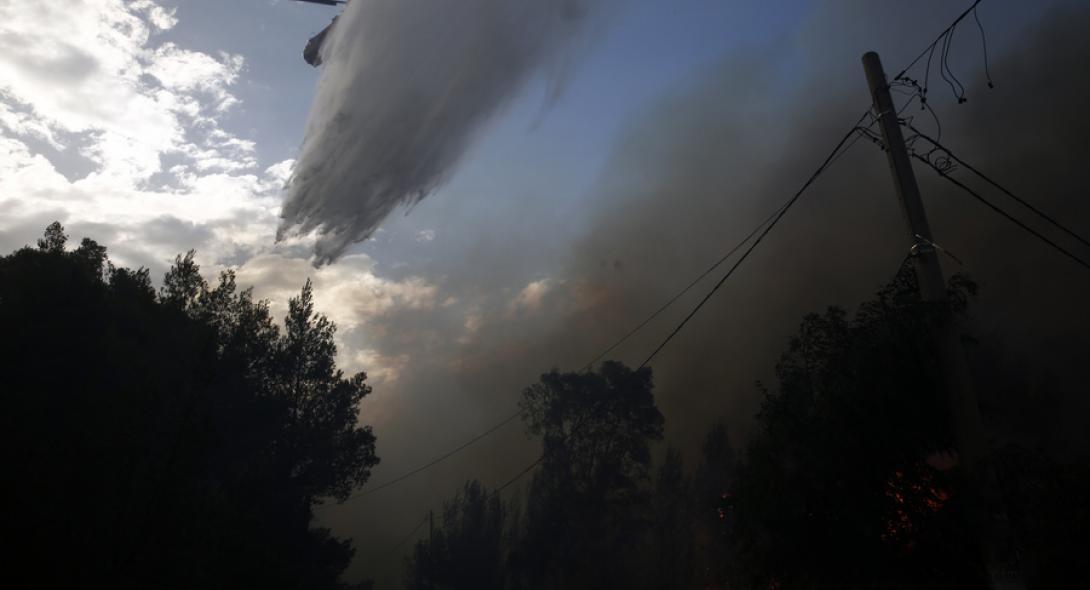 Κάηκαν σπίτια και στην Πεντέλη – Εκκενώνονται παιδικές κατασκηνώσεις