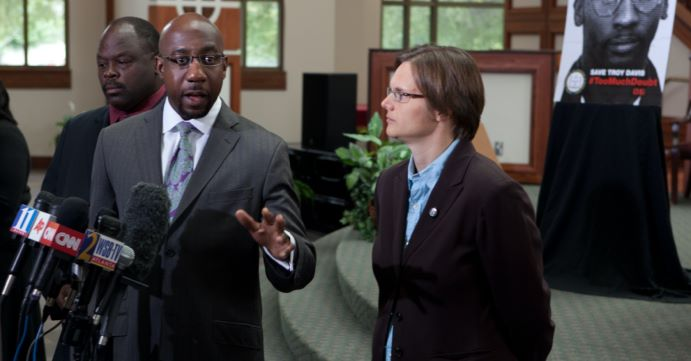 AMERICAN PASTOR STIRS CONTROVERSY WITH OPINION ON ABORTION