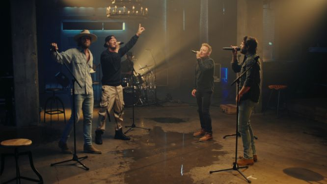 CHRIS TOMLIN PERFORMS THANK YOU LORD