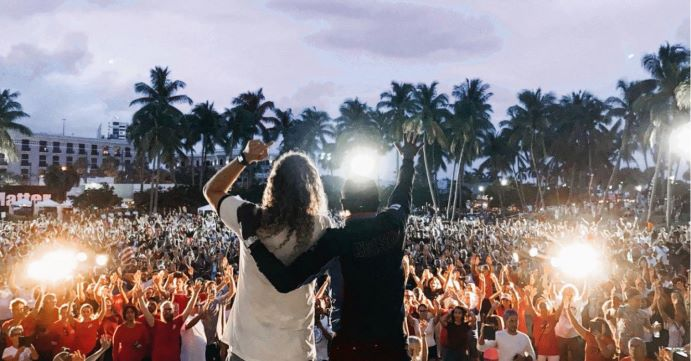 THOUSANDS GATHER FOR REVIVAL IN FLORIDA