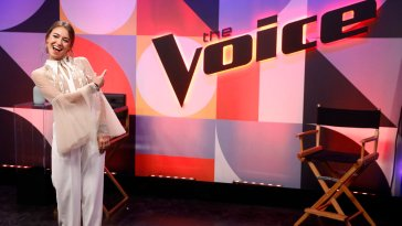 """LAUREN DAIGLE PERFORMS """"YOU SAY"""" ON THE VOICE"""