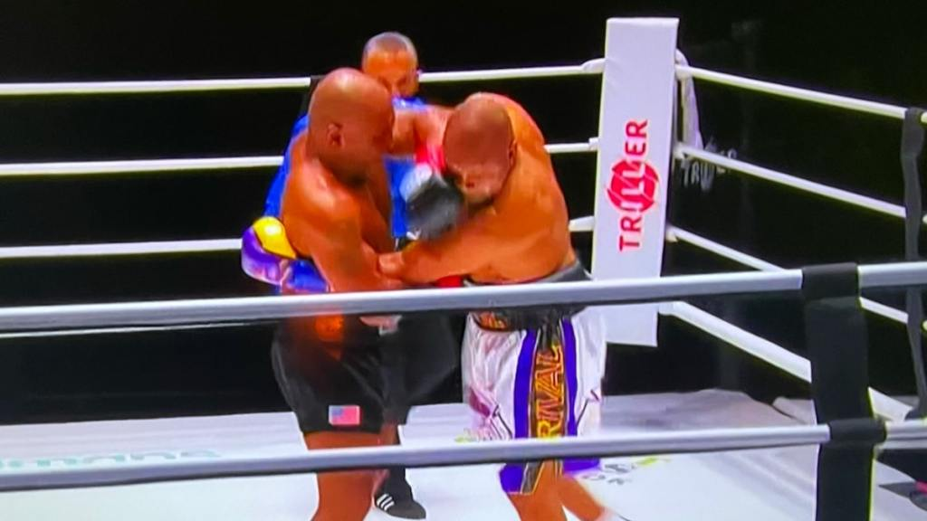 Mike Tyson Fights to Draw with Roy Jones Jr., What a Performance!