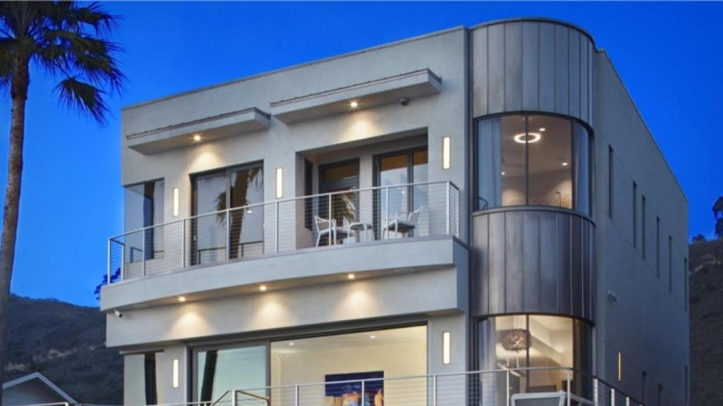 Bryan Cranston Lists Cool, Eco-Friendly Beach Home for $5 Mil