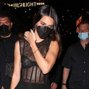 rs_1200x1200-210902072359-1200-Kendall-Jenner-Night-out-black-strappy-sandals-090221.jpg