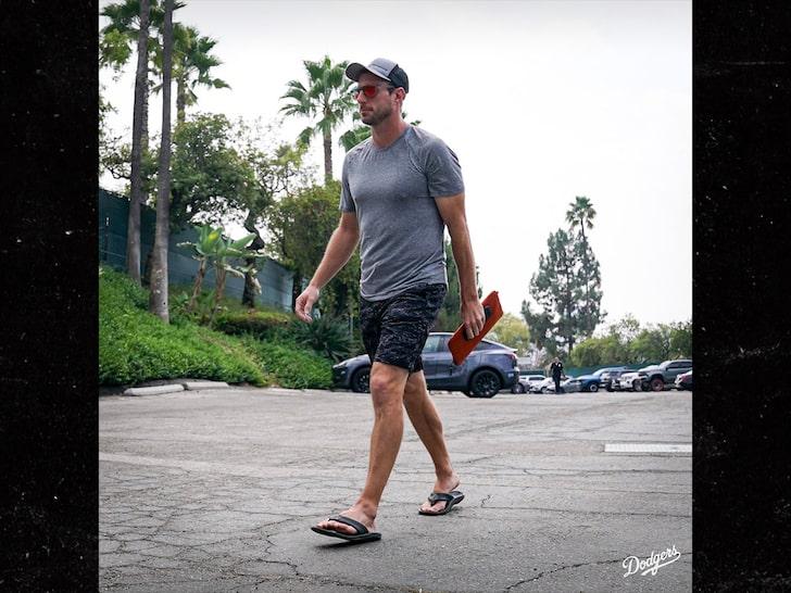 Max Scherzer Rolls To Dodgers' Wild Card Game In Flip-Flops & Shorts, What Nerves?!
