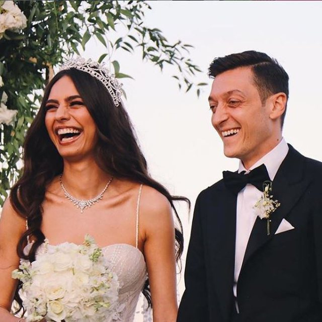 Mesut Ozil and his wife Amine Gulse make a wonderful gesture on the