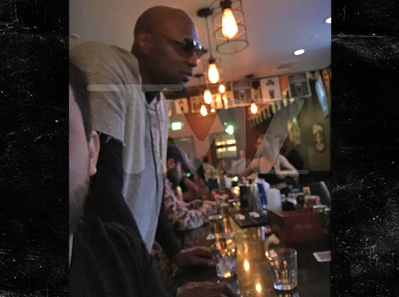 lamar-odom-bar-drinking