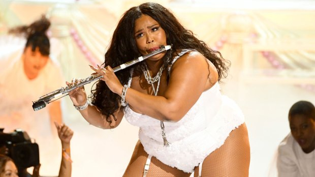 "Lizzo performando ""Truth Hurts"" no Video Music Awards"