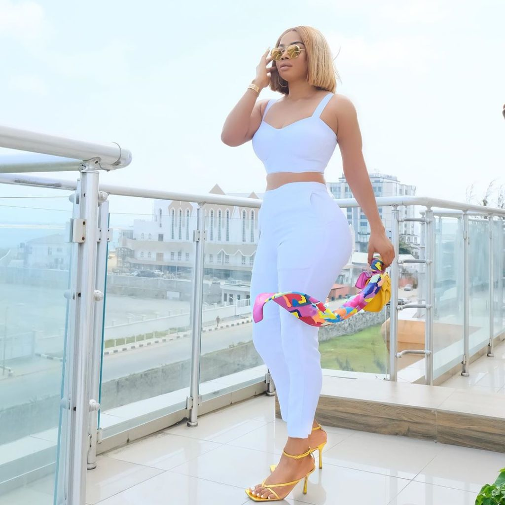 Toke Makinwa blows hot