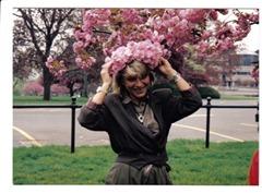 Возле дома Бориса и Ирмы Баришпольских. Вест Хартфорд, штат Коннектикут, США, 9 мая 1992 г. Фото Б. Баришпольского