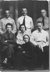 Дирекция рабфака в Гомеле (1922 г.). Р.А. Янковский сидит слева, на переднем плане М.Л. Кунина