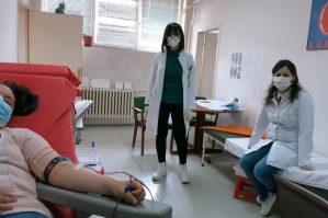 Гостиварци хумани – даруваат крвна плазма за лекување на ковид болни