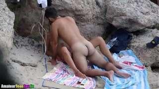 Caiu na net casal transando na praia