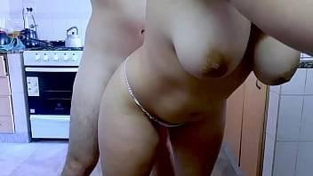 Bunduda gostosa fazendo sexo na cozinha