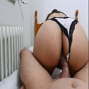 Rabuda quicando com a calcinha de ladinho no sexo amador
