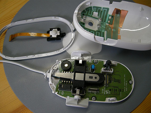 Apple Mighty Mouse Scroll Ball cleaning