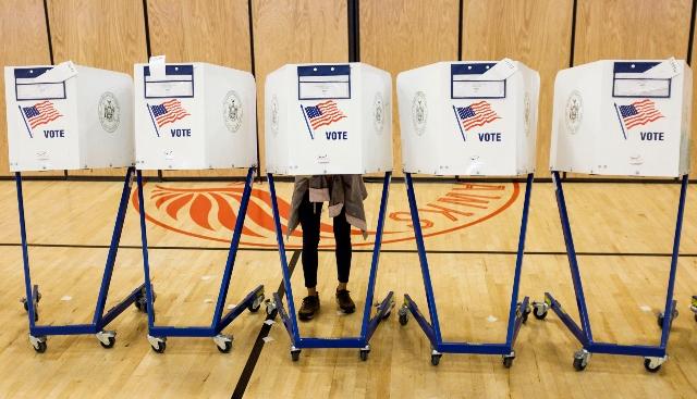 091318votingbooths.jpg