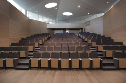Tiêu âm hội trường từ vật liệu làm ghế