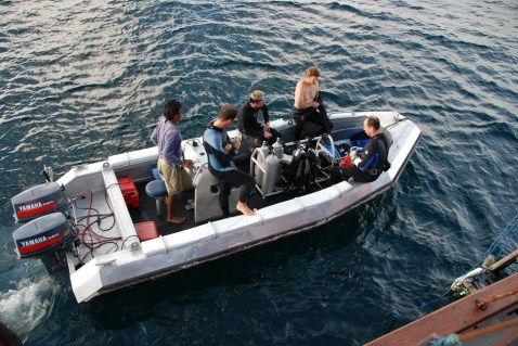 diving-speed-boat