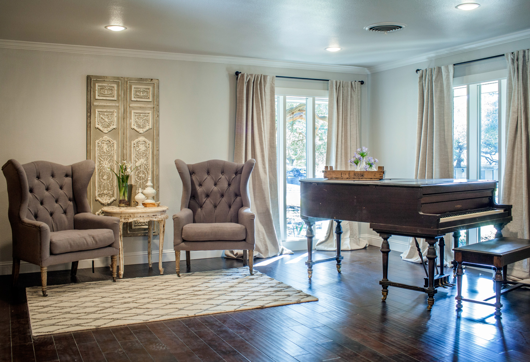 French-Style Living Room Interior Decor #17706
