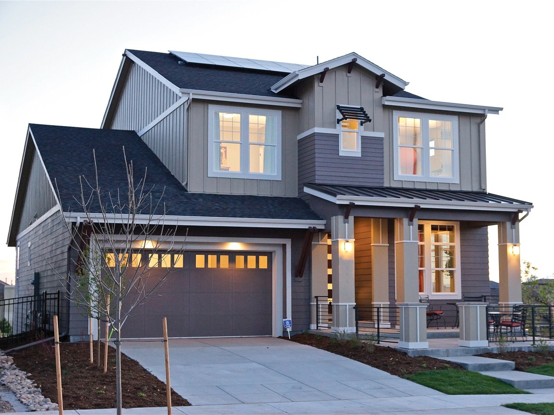 American Garage Home - Modern-Garage-Door-with-Wood-Accents-for-American-House-Exterior_Popular American Garage Home - Modern-Garage-Door-with-Wood-Accents-for-American-House-Exterior  Image_807765.jpg