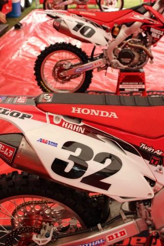 Tommy Hahn #32 Honda Pits (Transworldmx photo)