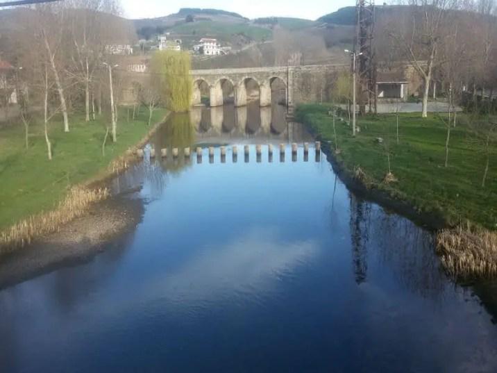 Ponte sobre rio de Onor