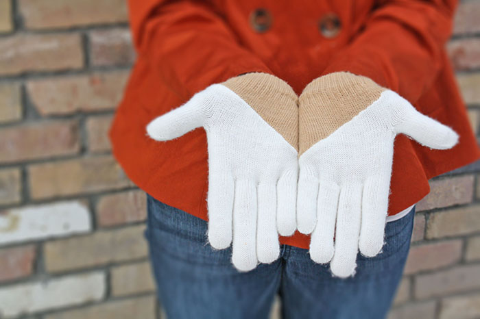 colorblocked gloves
