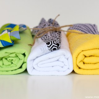 These DIY gauze swaddle blankets by Make It Love It make a perfect gift for the new arrival. The breathable fabric makes them a great choice for nursing covers too. - Sewtorial