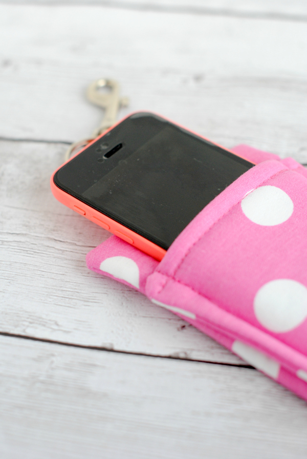 The Simple Phone Wallet by Crazy Little Projects is easy to make and will make carrying your phone and keys SO much easier. - Sewtorial