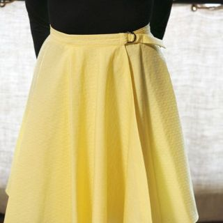 Learn how to make this easy wrap circle skirt by BurdaStyle - Sewtorial