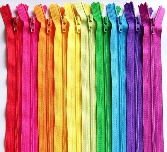 Learn everything from zipper types to how to care for your zippers with this  very useful article by Sew Mama Sew - Sewtorial