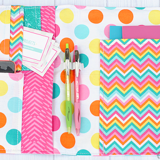 Crazy Little Projects shares an organizer tutorial for a beginner project that's not only functional but also gorgeous in your favorite fabrics. -Sewtorial