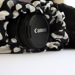 Protect your fragile camera in style with this padded camera pouch by Me Sew Crazy (The Sewing Rabbit).