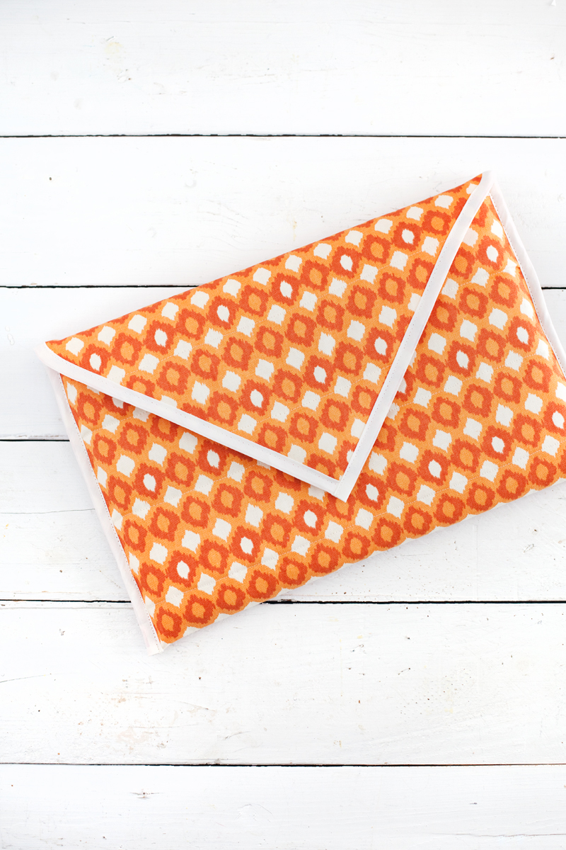 Here's a chic and affordable way to carry your laptop around in style. A Beautiful Mess shows you how to make a quilted laptop sleeve that's padded and waterproof.