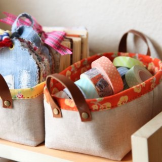 "Minki's Work Table shares an ultra easy pattern for this mini storage basket. It measures 6"" x 3"" and stands about 3 inches tall. -Sewtorial"