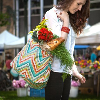 Create a beautiful farmer's market tote bag with this simple tutorial by Lia Griffith. -Sewtorial